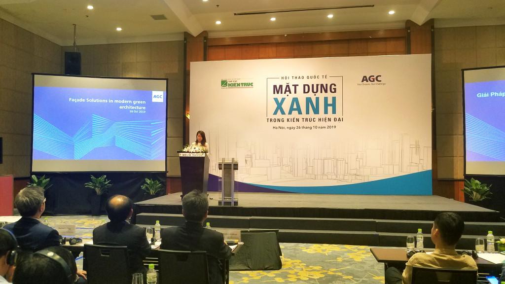 Chuyên gia Georgia Chua - Giám đốc Maketing tập đoàn AGC phát biểu tham luận tại hội thảo