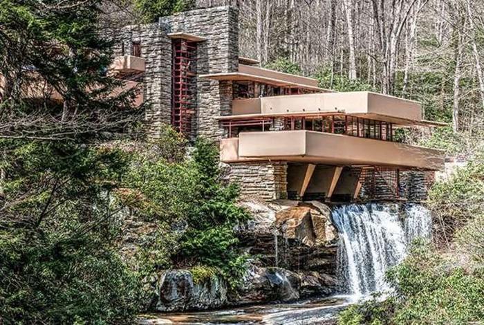 Với cấu trúc phân tầng của các lớp vách đá trên dòng thác, xây dựng một biệt thự nghỉ dưỡng bên trên không phải là công việc đơn giản.