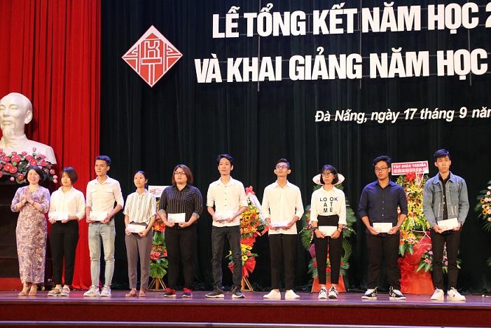 Công ty AKZO NOBEL Việt Nam trao trặng học bổng