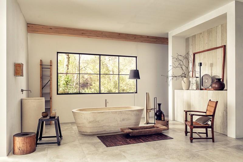 Đá làm bồn tắm khai thác gần suối nước nóng mang đến vẻ mộc mạc, bình dị đồng thời luôn bền bỉ với thời gian.