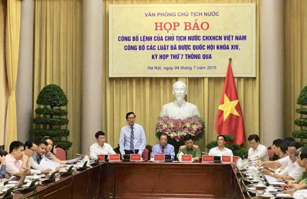 Thứ Trưởng Bộ Xây dựng Nguyễn Đình Toàn đại diện Lãnh đạo Bộ Xây dựng dự buổi Họp báo công bố Lệnh của Chủ tịch nước CHXHCN Việt Nam công bố các luật bao gồm Luật Kiến trúc đã được Quốc hội khóa XIV, kỳ họp thứ 7 thông qua