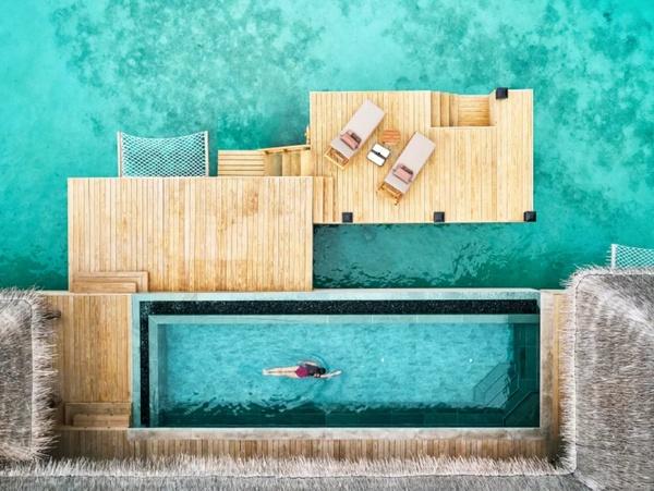 Một góc trên cao căn villa mặt nước sang trọng