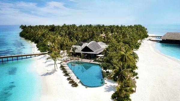 Khu nghỉ mát nằm trên đảo Muravandhoo, ở phía bắc Maldives