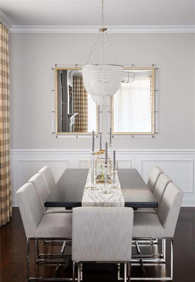 Với những căn phòng ăn có sắc trắng là chủ đạo bạn đừng sử dụng quá 3 màu khác vì điều này có thể phá hỏng không gian thanh lịch của căn phòng
