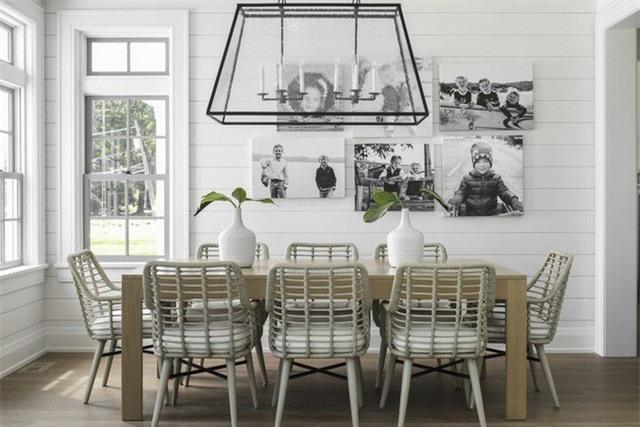 Bạn vẫn có thể sở hữu một căn phòng ăn có sắc trắng làm chủ đạo đầy thu hút, ấn tượng chỉ cần khéo léo hơn trong cách trang trí được gợi ý trên đây
