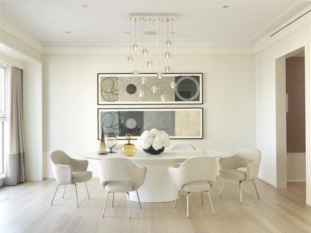 Để tránh mang lại cảm giác đơn điệu, khi trang trí phòng ăn gia đình bạn nên lựa chọn tạo ra một vài điểm nhấn