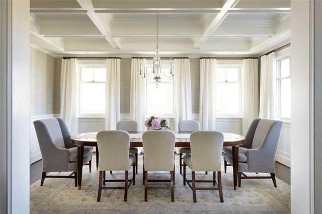 Với mọi gam màu xuất hiện bên trong căn phòng ăn của gia đình đều dễ dàng trở nên nổi bật