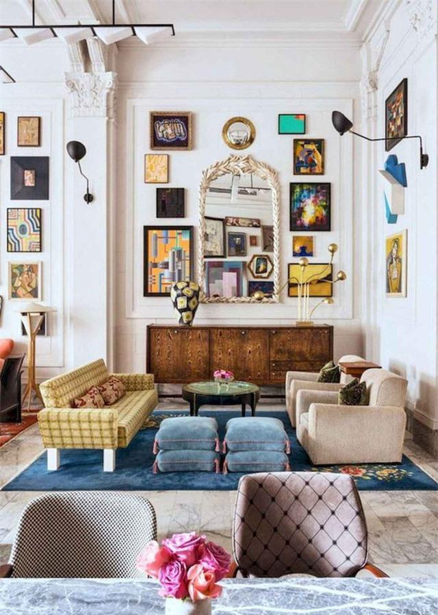 Đèn tường màu đen với thiết kế độc đáo tạo thêm điểm nổi bật cho phòng khách bắt mắt