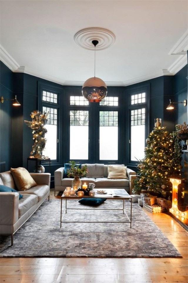 Đèn mặt dây chuyền tạo được điểm nhấn sắc nét hơn nhờ điểm gắn xinh đẹp trên trần nhà