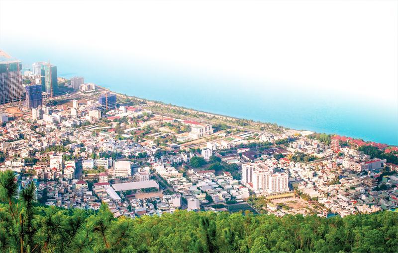 Với lợi thế là thành phố biển, Quy Nhơn đang ngày càng hấp dẫn các nhà đầu tư, nhất là lĩnh vực bất động sản nghỉ dưỡng. Ảnh: Hà Minh
