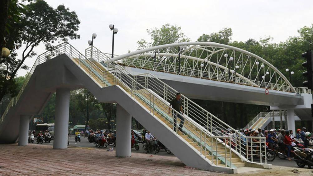 Hà Nội triển khai xây dựng nhiều cầu vượt thép cho người đi bộ - Ảnh minh họa