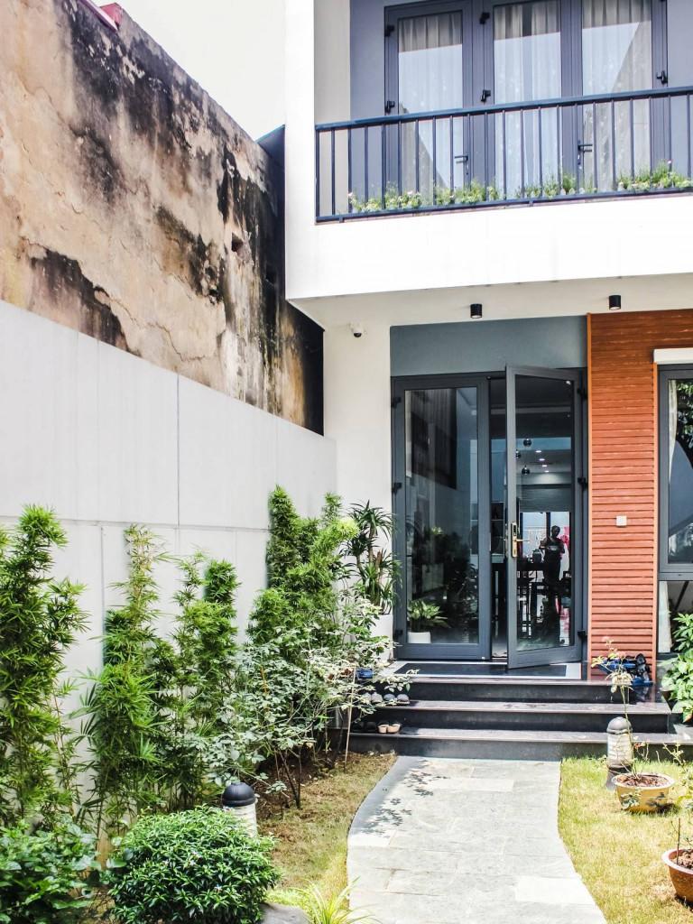 Khoảng vườn nối văn phòng với không gian sống của LongHouse