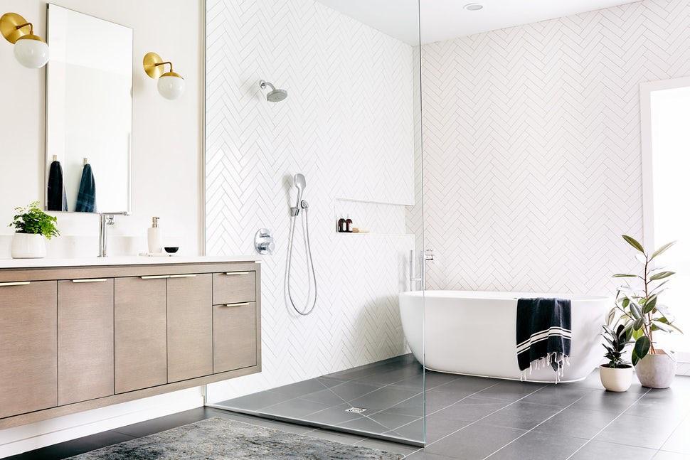 Đó cũng là lý do vì sao phòng tắm dù có diện tích nhỏ nhưng lại các gia đình đặc biệt chú ý khi thiết kế