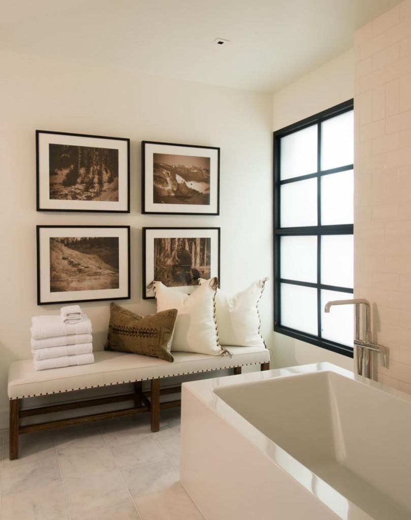 Một yếu tố bạn cũng cần lưu ý khi thiết kế căn phòng tắm nhỏ của gia đình đó là yếu tố ánh sáng