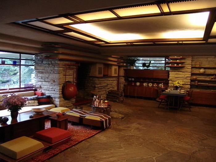 Những bức tường đá để lồi lõm mang đậm nét tự nhiên trong phòng khách.