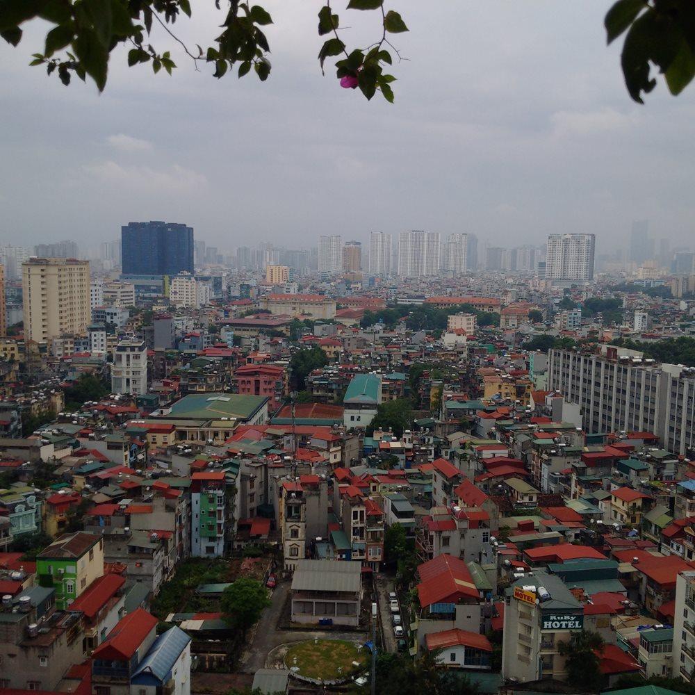 """Phát triển """"xôi đỗ"""" - đô thị bị khủng hoảng nghiêm trọng về hạ tầng và môi trường sống. ảnh: Ngọc Lý"""