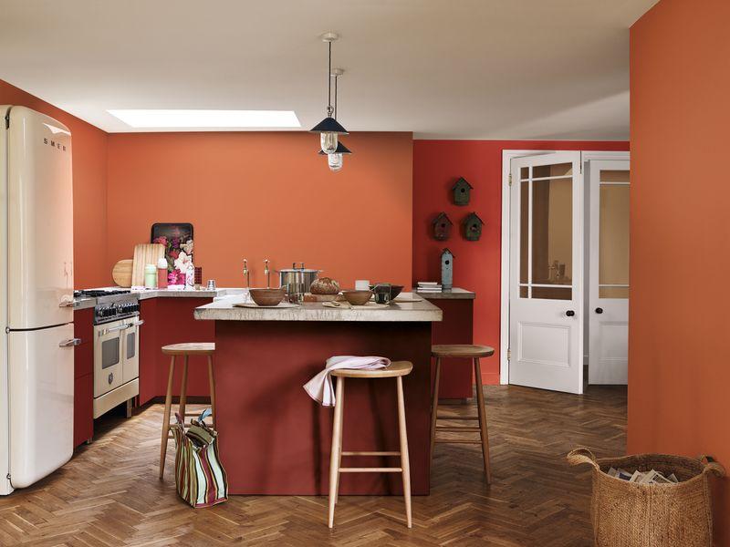 Căn bếp nhỏ tông màu đỏ - cam giúp mẹ luôn cảm thấy ấm áp, tươi vui