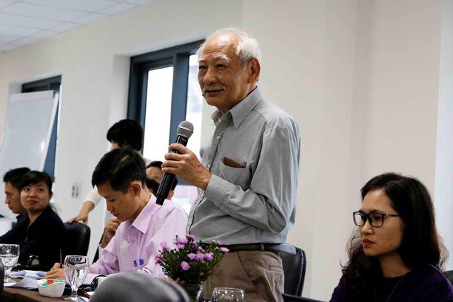 GS.TS. Trần Ngọc Chấn đóng góp ý kiến tại Hội thảo