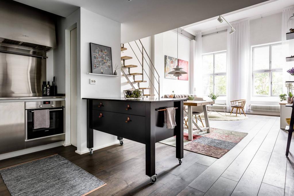 Phòng bếp thoáng rộng nhờ chọn lựa màu sắc và cách thiết kế phù hợp