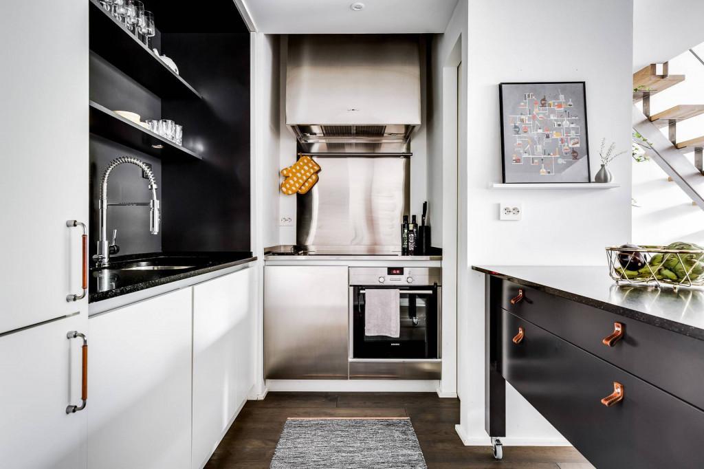 Không gian nấu nướng nổi bật với gam màu trắng - đen
