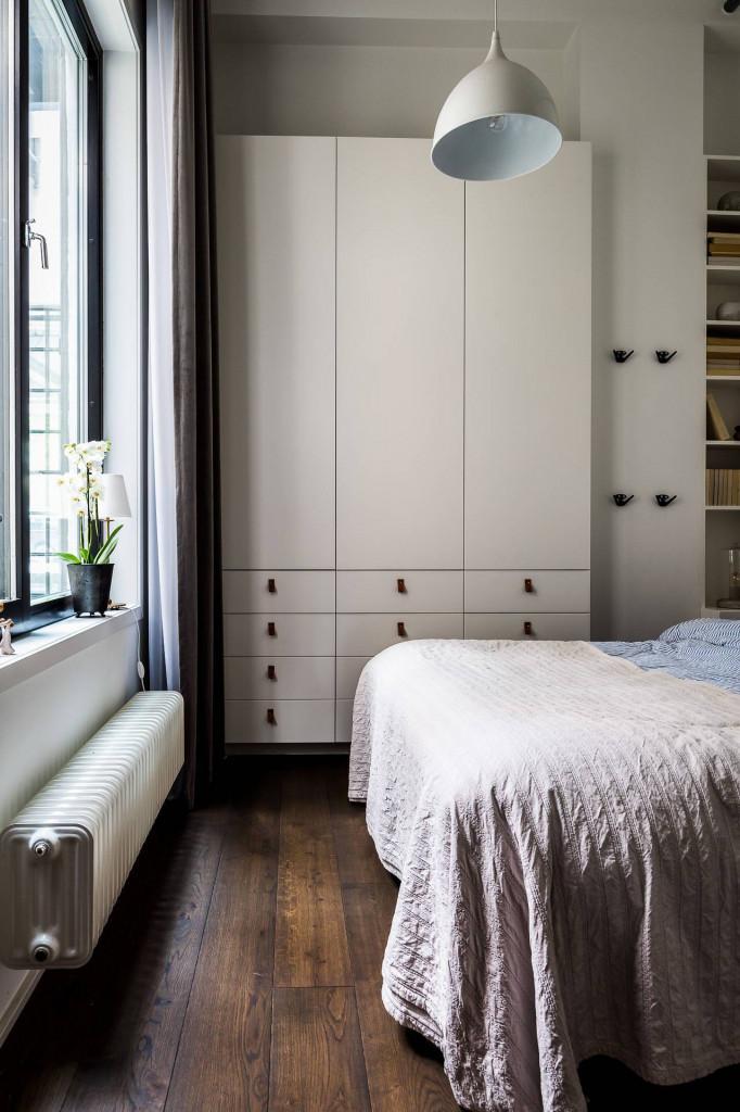 Căn phòng ngủ có khung cửa sổ rộng