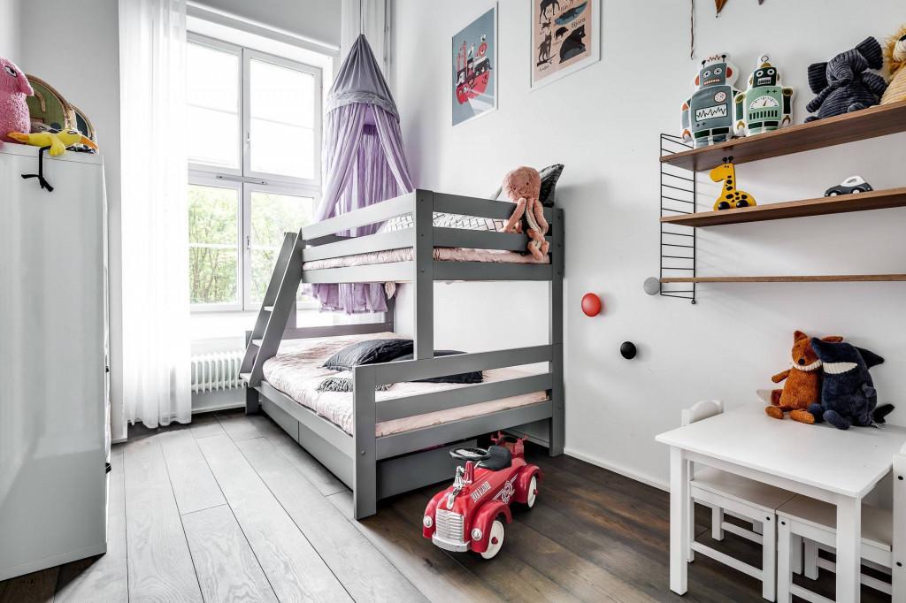 Phòng ngủ của bé được thiết kế giường tầng