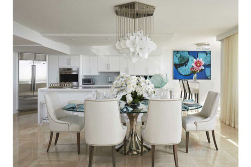 Mẫu thiết kế phòng ăn gia đình với gam màu trắng chủ đạo có mức sát thương cực lớn với những ai yêu thích gam màu này