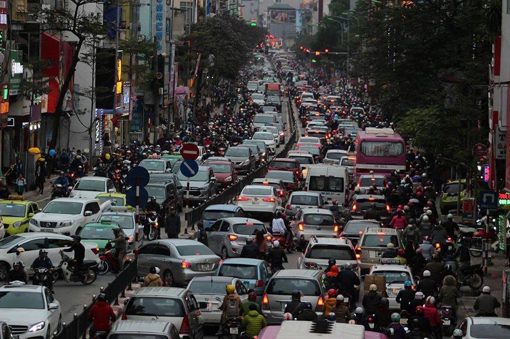 """Qui hoạch giao thông vẫn """"rối như tơ vò"""". ảnh: Vietnamnet"""