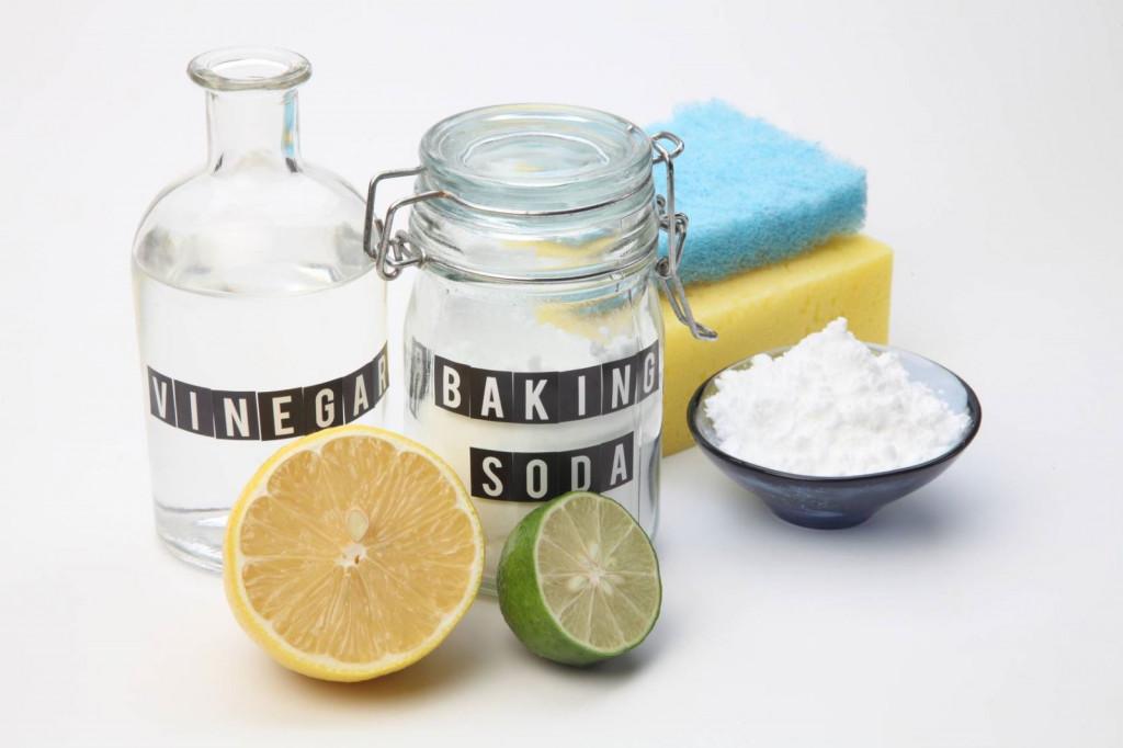 Baking soda vừa có khả năng tẩy sạch vết bẩn vừa tạo được độ sáng bóng cho gỗ