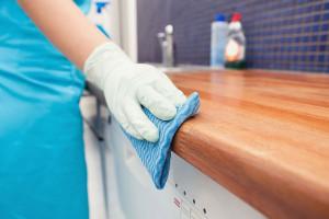 5 mẹo khắc phục những vết bẩn bám trên bàn gỗ đơn giản và hiệu quả