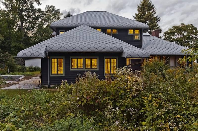Lợp mái nhà với kẽm thạch anh đem lại vẻ đẹp hiện đại, mới mẻ