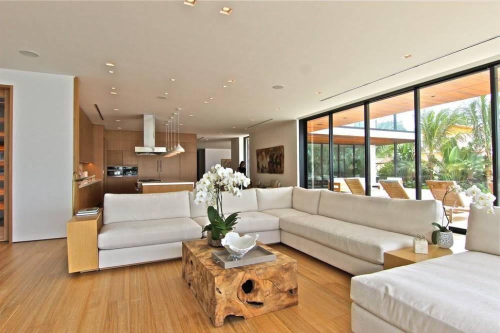 Chất liệu gỗ sồi là điểm nhấn sang trọng, hiện đại cho hầu hết không gian
