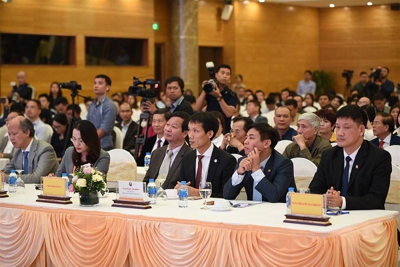 Diễn đàn có sự tham dự của lãnh đạo Bộ Xây dựng, UBND thành phố Hà Nội, các bộ, ngành Trung ương, đại diện các địa phương, lãnh đạo và thành viên Hiệp hội Bất động sản Việt Nam, các chuyên gia, nhà quản lý, nhà kinh tế, lãnh đạo các doanh nghiệp bất động sản