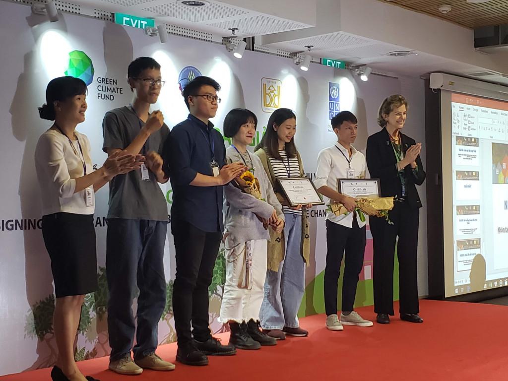 Các tác giả đạt giải nhất cuộc thi