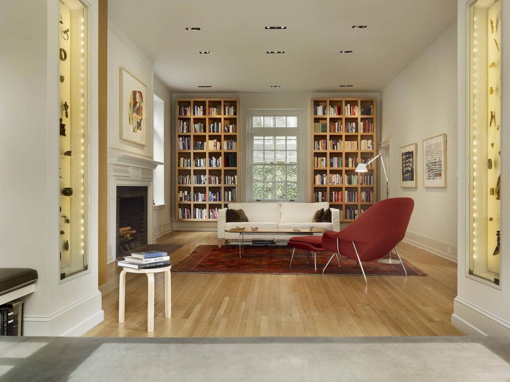 Tô điểm cho không gian với một chiếc tủ đựng sách từ gỗ sồi mang đến cảm giác dễ chịu