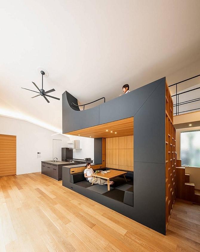 Thiết kế nhà bếp kiểu đơn giản và hiện đại giúp căn nhà trở nên rộng hơn đồng thời, còn có không gian vui chơi cho trẻ em độc đáo. Ảnh: Pinterest