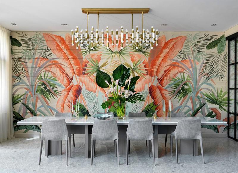 Cây trang trí trên bàn hòa lẫn vào bức tranh tường khiến người ta khó phân biệt đâu là cây thật đâu là tranh vẽ