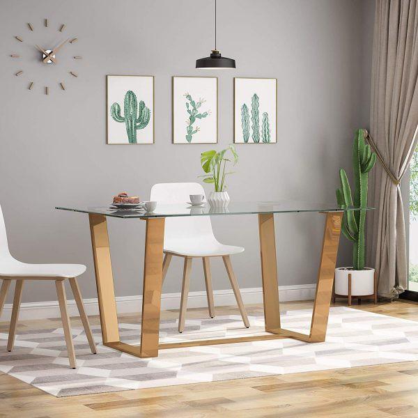 Mặt bàn ăn hình chữ nhật kết hợp với chân làm bằng inox rộng rãi, để mọi người có thể tự do đặt chân bên dưới