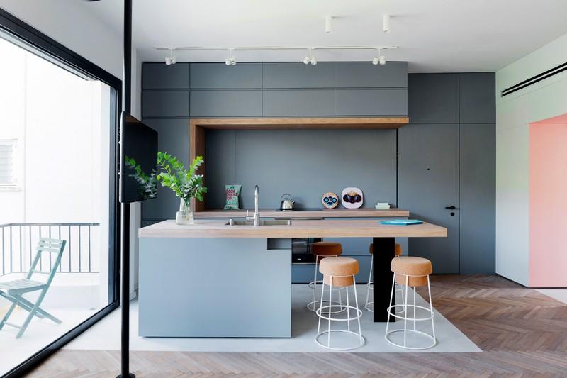 Nhà bếp màu xám với chiếc đảo bếp cùng màu.