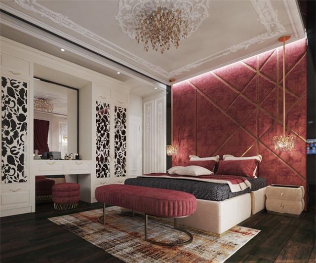 Đầu giường, ghế dài, ghế đẩu, khăn trải giường, rèm cửa… phủ tông màu đỏ sang trọng.