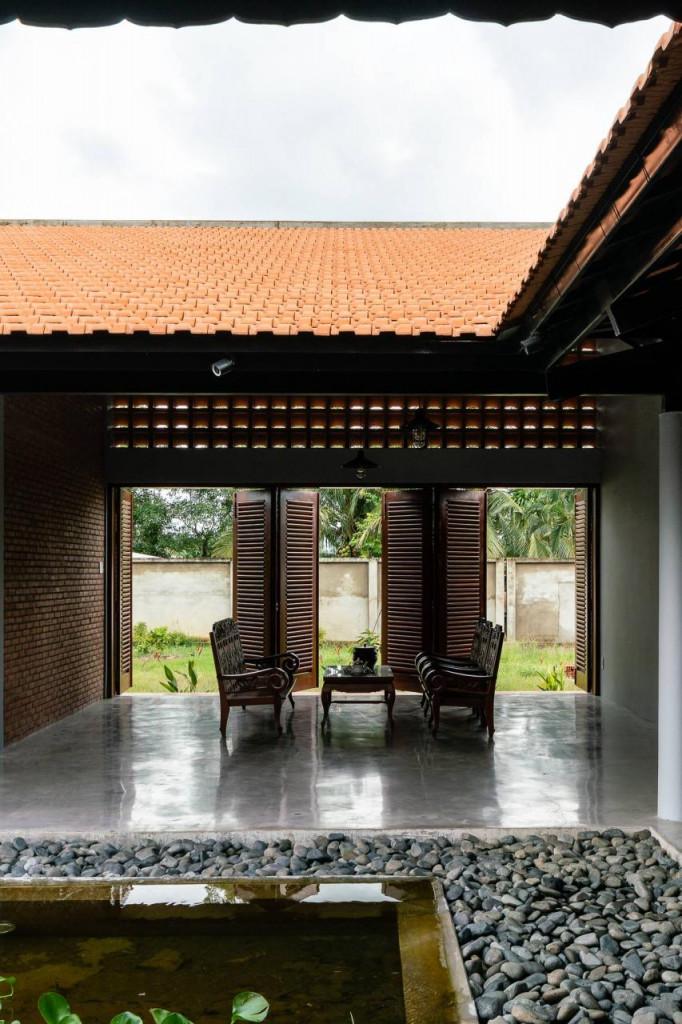 Kiến trúc sư Đoàn Bằng Giang và các cộng sự Hoàng Duy, Minh Quân đã lấy không gian kiến trúc, vật liệu truyền thống làm cảm hứng thiết kế.