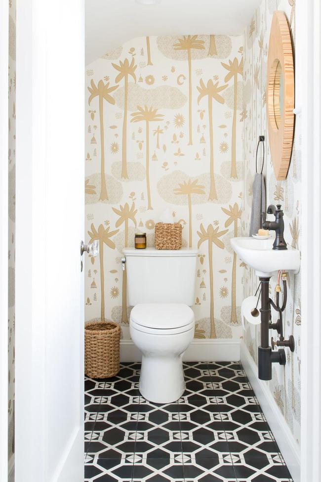 Những hình nền có thể tháo rời giúp phòng tắm trở nên sinh động mà không phải thực hiện một cam kết lớn đối với một bản in hoặc màu sắc