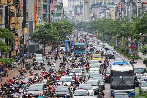 Sự ngột ngạt của giao thông Hà Nội hiện nay. Ảnh: Thắng Nguyễn