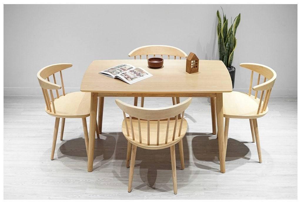Không cần thiết kế quá cầu kỳ, một bộ bàn ghế gỗ sồi trắng đã thu hút biết bao