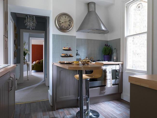 Đảo bếp nhỏ phục vụ như là khu vực ăn sáng trong nhà bếp