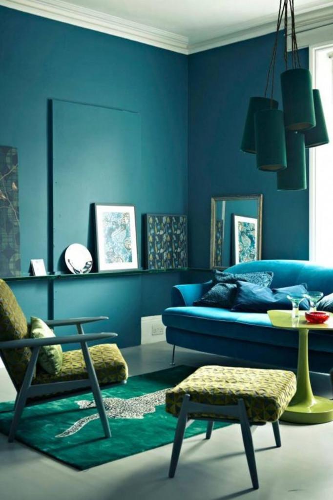 Ứng dụng quy tắc phối màu tương đồng trong phòng khách với xanh đen, xanh lam ngọc và vàng neon