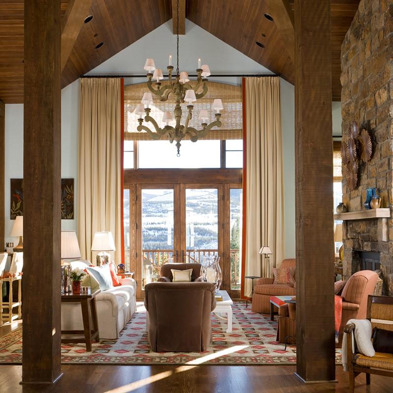 Những bộ đèn chùm sẽ rất hợp và ấn tượng khi được sử dụng trong những căn phòng có thiết kế trần cao