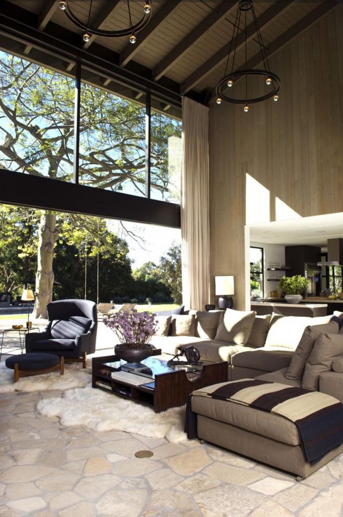 Kiểu thiết kế trần cao thường đem lại một không gian sinh hoạt rộng rãi và thoáng đãng hơn với kiểu trần nhà truyền thống
