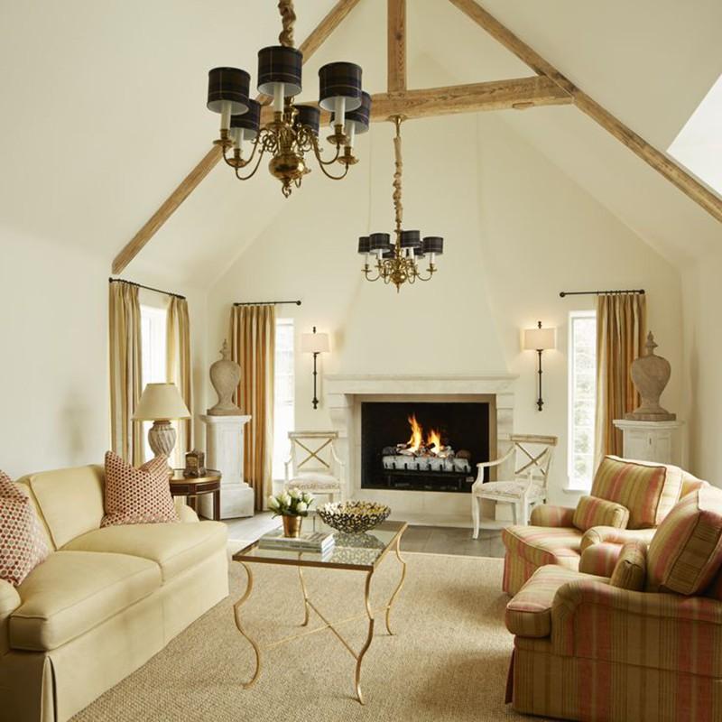 Đừng lo sợ rằng thiết kế trần cao sẽ khiến không gian sinh hoạt gia đình trở nên trống trải, lạc lõng