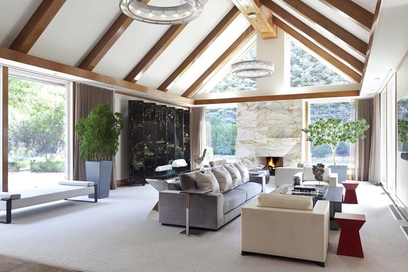 Trái lại, thiết kế trần cao càng làm nổi bật khu vực ngồi nghỉ ngơi, quây quần của gia đình